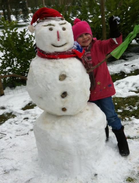 ma petit fille et son bonhomme de neige