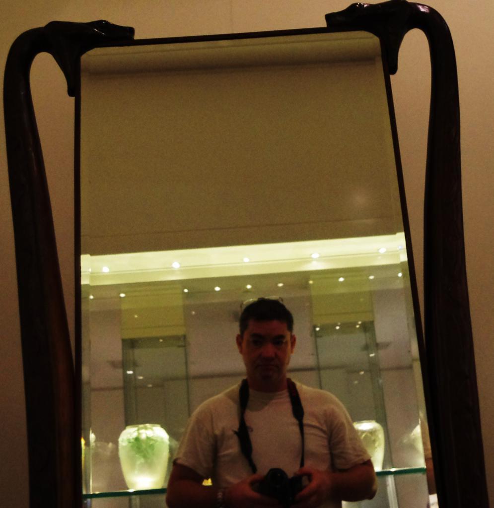 ma gueule dans un miroir de R. Lalique